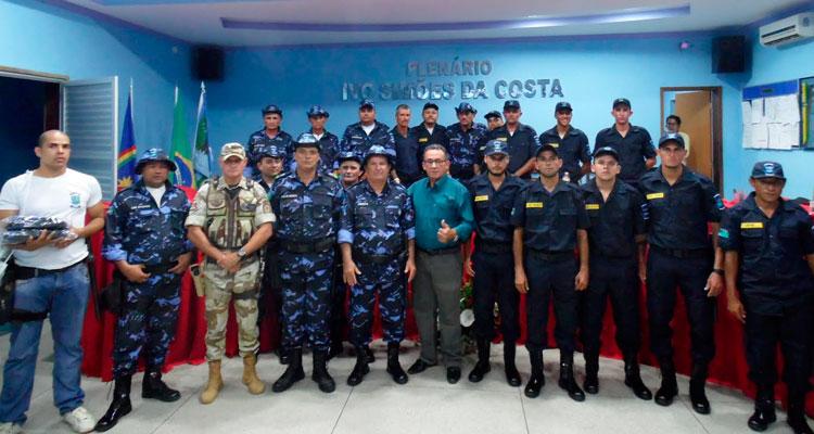 Entrega uniforme a Guarda Municipal de Solidão Foto: Ivonaldo Filho