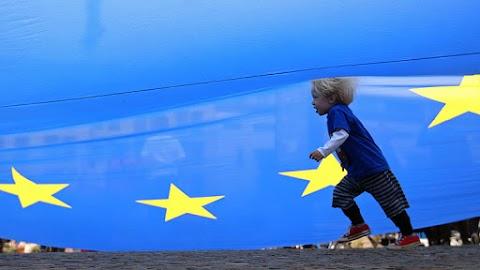 Több mint hatéves mélypontra romlott a befektetői hangulat az euróövezetben