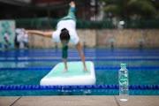 Floating Yoga di atas air dengan Pristine 8+ untuk hidup sehat, netral dan seimbang