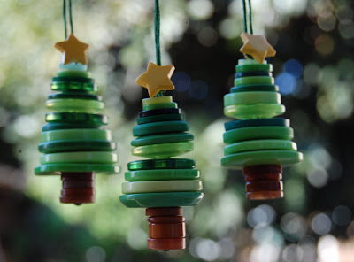 Button Christmas tree ornaments, crafts, kids crafts, Christmas crafts