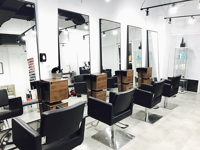 best list beauty salons spa aesthetic clinic dermatologist doctor therapist hairstylist treatments services directory usa united states america miami beach florida nail manicure pedicure facial face skin body massage location ratings customers reviews recommendation address booking appoinment men women kids facilities colorist perming