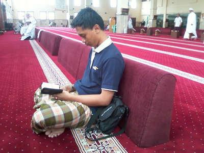Hadits Tentang Adab, Cara dan Etika Di Dalam Masjid