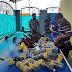 DEZENAS DE PAPAGAIOS ENCONTRADOS DENTRO DE GARRAFAS DE ÁGUA NA INDONÉSIA