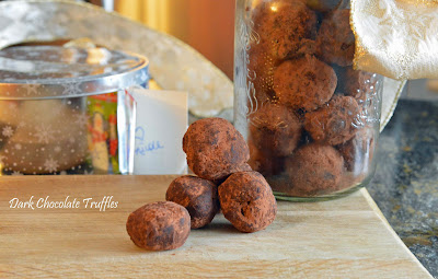 http://www.yummymummyclub.ca/blogs/nicole-macpherson-meatless-mummy-con-carne/20131202/dark-chocolate-truffles-recipe