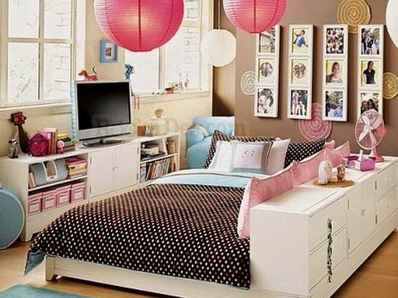 An Easy But Fundamental Bedroom Re Decorating Trick Is To Try Fill Up Some Of The Blank E It Usually Preferred Utilize Available