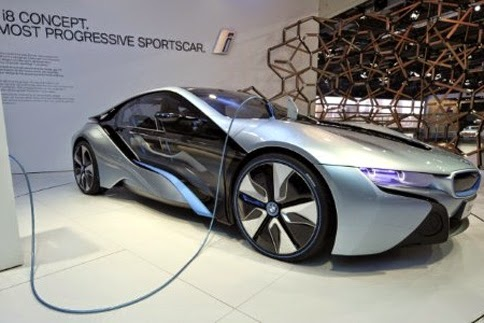 coche eléctrico en una feria