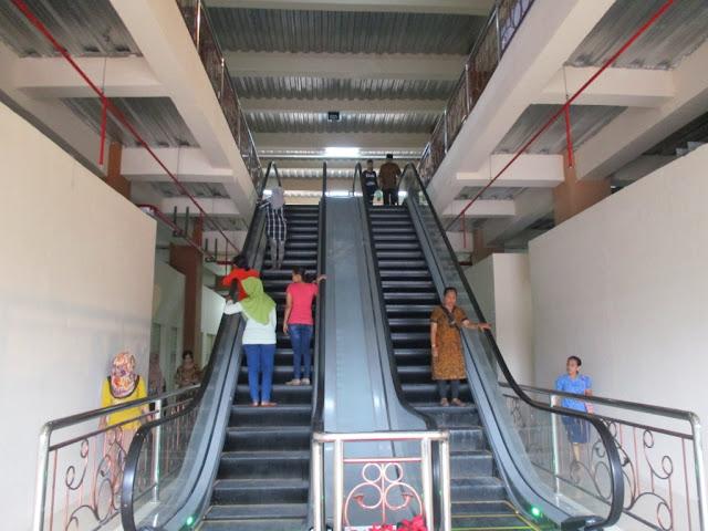 eskalator Pasar Klewer