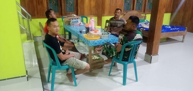 Kodim Sragen - Anggota TNI  Sempatkan Anjangsana disela waktu jeda TMMD