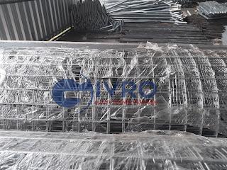 Kawat loket atau biasa dinamakan Welded Wiremesh biasa disingkat Weldedmesh ialah kawat stainless steel berbobot tinggi yang mempunyai daya tahan karat yang jauh lebih baik dari kawat biasa.