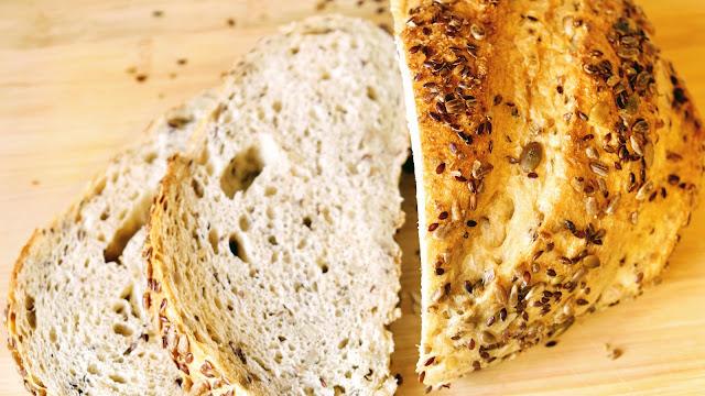 Sliced spelt bread on a wooden chopping board