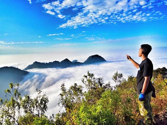 puncak songolikur di gunung muria