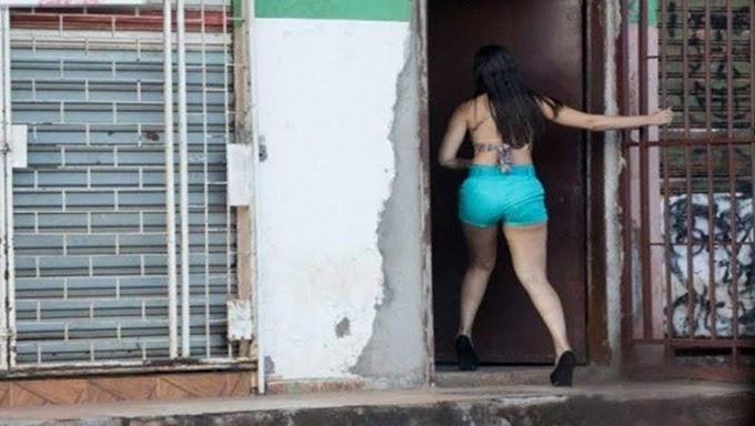Garota de programa é esfaqueada e roubada em casa de prostituição