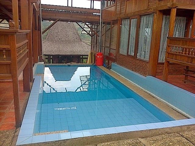 Sewa villa di cibodas puncak ada kolam renang pribadi