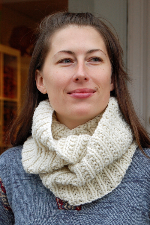 Free Knitting Patterns For Women s Cowls : Miss Julias Patterns: Free Patterns - 50 Fabulous Cowls/Wraps to Knit &a...