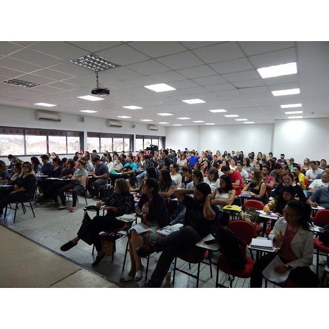 Workshop solidário ajuda na preparação para concursos com maestria