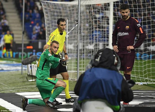 Messi lại gặp ác mộng phạt đền, Barca ôm hận đứt mạch 30 trận bất bại 5