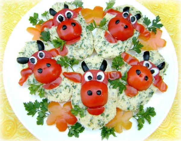 """Божьи коровки из помидоров - варианты приготовления и использования в разных блюдах, божьи коровки из помидоров, варианты приготовления божьих коровок,  как сделать божьих коровок из помидоров, как приготовить закуску """"Божьи коровки"""", как приготовить салат """"Божьи коровки"""", салаты, закуски, из помидоров, закуски из помидоров, божьи коровки, божьи коровки из черри, божьи коровки рецепт, рецепты с фото, божьи коровки для канапе, божьи коровки для бутербродов, рецепты кулинарные, еда, закуски праздничные, закуски новогодние, закуски на 8 марта, салаты праздничные, стол фуршетный, из помидоров, канапе, бутерброды, божья коровка фото http://prazdnichnymir.ru/"""