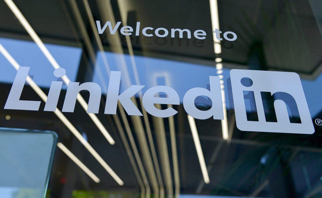 LinkedIn, nuovo badge di disponibilità al lavoro
