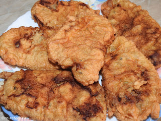Snitele de porc pane reteta de casa retete snitel din cotlet prajit in aluat mancare friptura carne sandwich gustare fast food,