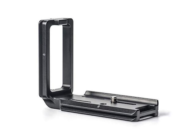 Sunwayfoto PSL-a7RIV L Bracket rear side view