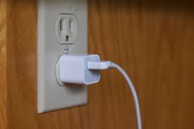 charger smartphone langsung lewat colokan listrik