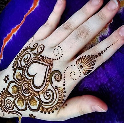 https://www.mehndidesigntrends.com/mehndi-designs-for-hands
