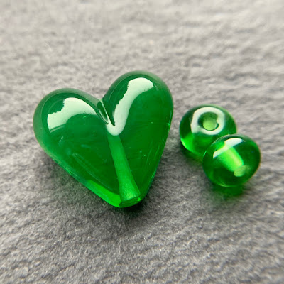 Handmade lampwork glass heart bead by Laura Sparling made with CiM Avonlea