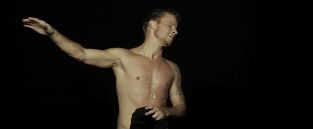 shirtless Alex pettyfer
