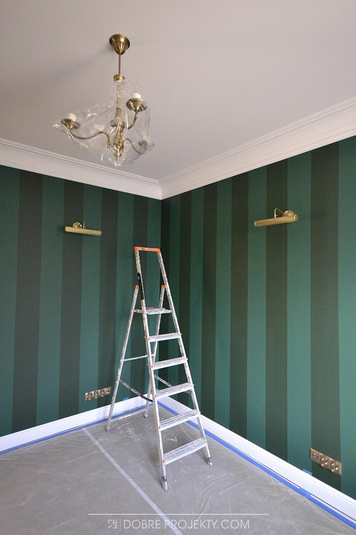 Projekt wnętrza zielone pasy na ścianie