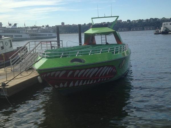 """Blick auf das Speedboat """"The Beast"""" für eine Fahrt auf dem Hudson River!"""