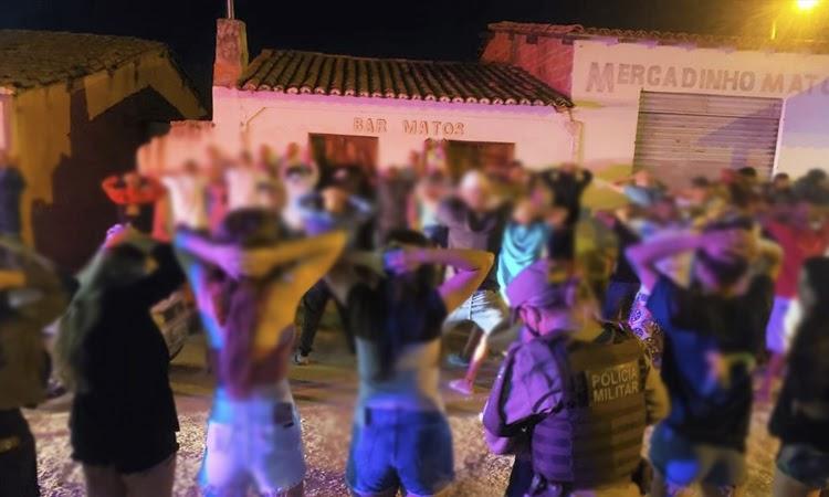 Polícia encerra grande aglomeração de jovens e adolescentes no Sudoeste da Bahia