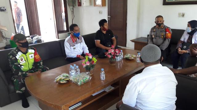 Bersama Dengan Perangkat Desa Personel Jajaran Kodim 0207/Simalungun Laksanakan Komunikasi Sosial