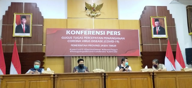 Wagub Jatim, Emil Elistianto Dardak saat jumpa pers di Gedung Negara Grahadi Surabaya, Kamis (7/5) malam.