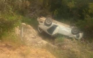 Carro cai em ribanceira, em Rio de Contas