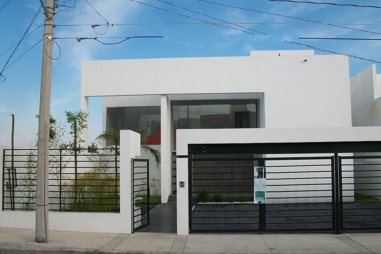 Decoraci n minimalista y contempor nea fachadas for Decoracion para casas pequenas estilo minimalista