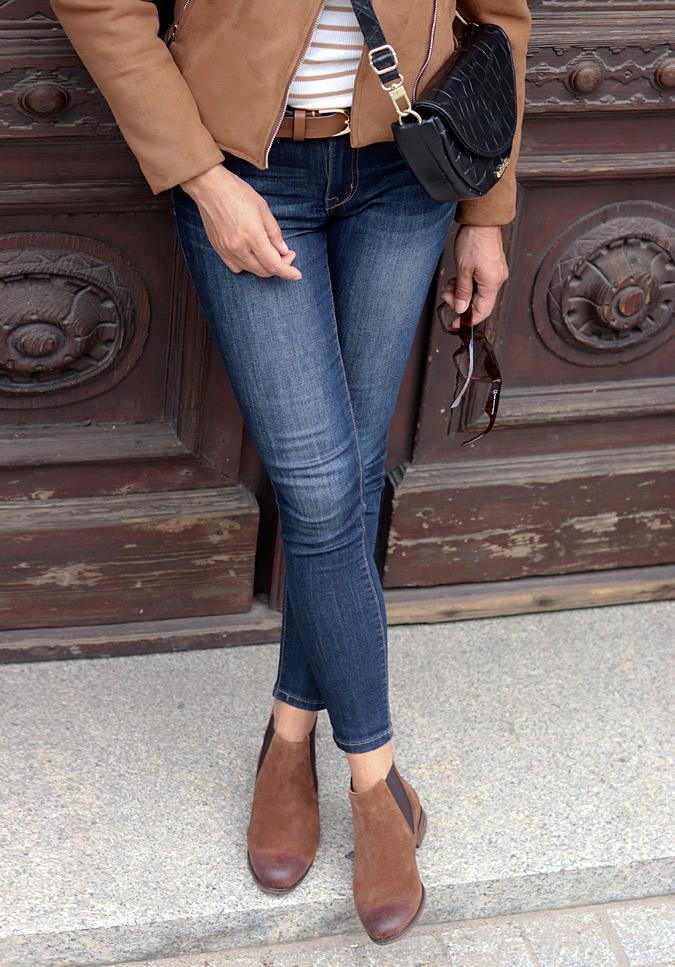 brązowe płaskie botki do jeansow stylizacje