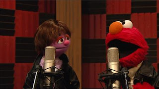 Elmo and Justin Bieber Muppet sing Measure, Yeah, Measure. Sesame Street Episode 4323 Max the Magician season 43