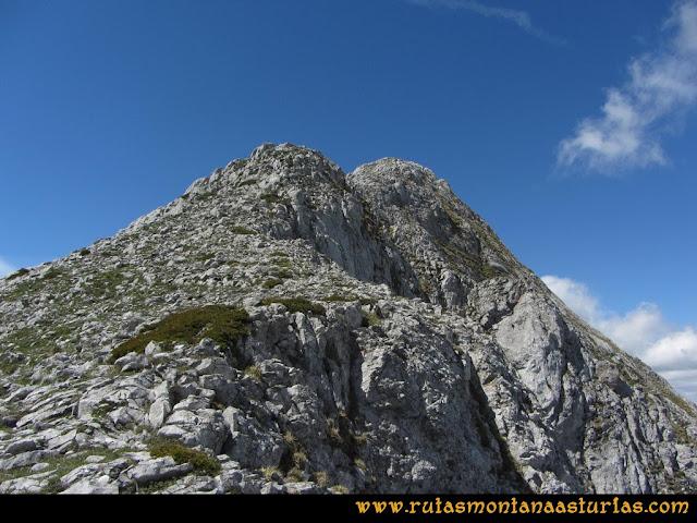 Ruta Lindes - Peña Rueda - Foix Grande: Subiendo por el cuchillar