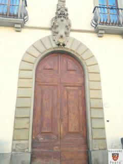 Stemma Mediceo - portone palazzo vescovile - prato