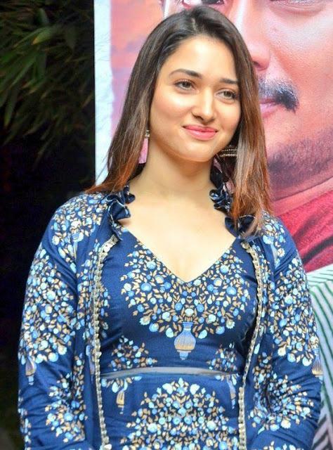 Tamanna Bhatia hot cleavage