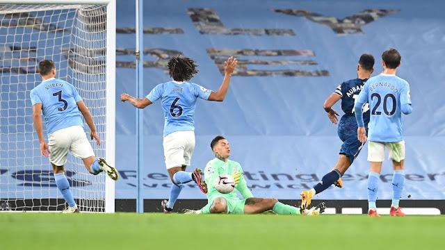 Manchester city goal keeper Ederson stops Arsenal forward Aubameyang from scoring