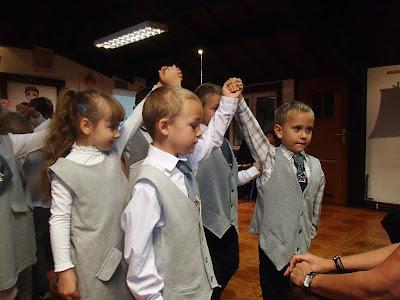 szkoła podstawowa, klasa pierwsza, sześciolatek w szkole, ślubowanie klas pierwszych