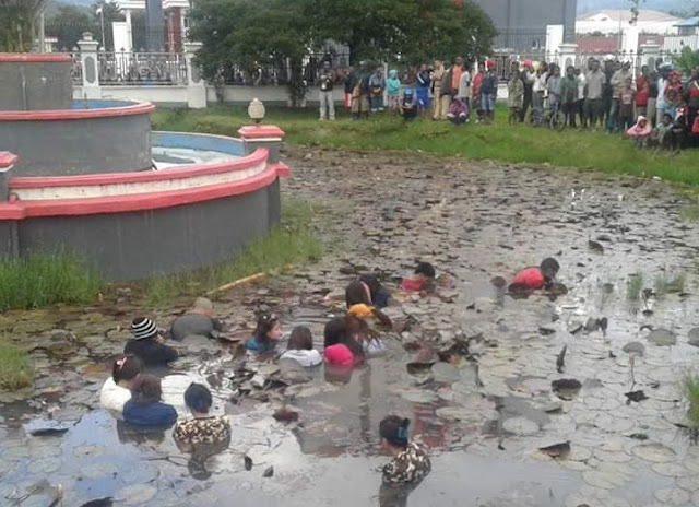 This is the punishment for naughty women in Papua