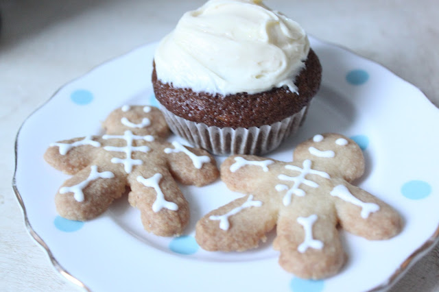 Easy Autumn Baking Recipes - Skeleton Shortbread Biscuits & Pumpkin Spiced Cupcakes