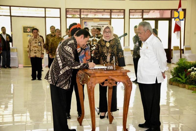 Menteri Basuki Melantik Direktur dan 3 Wakil Direktur Politeknik PU di Semarang