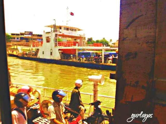 barge ride to Siem Reap by gurlayas.blogspot.com