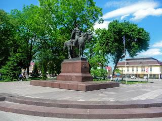 Галич. Площадь Рождества. Памятник Даниилу Галицкому