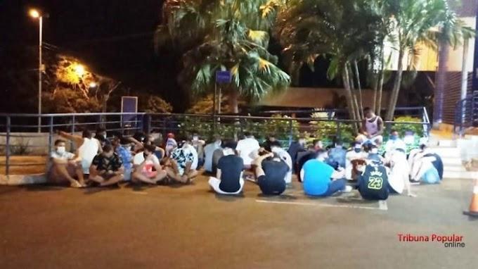 Brasileiros expulsos do Paraguai por participarem de balada