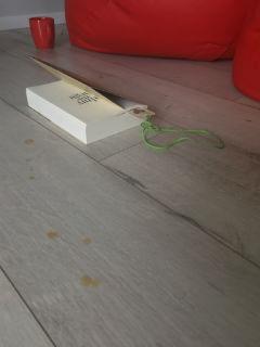 """telefon w kawie, czyli zaczytanie... """"Palmy na śniegu"""" Luz Gabás, fot. by paratexterka ©"""