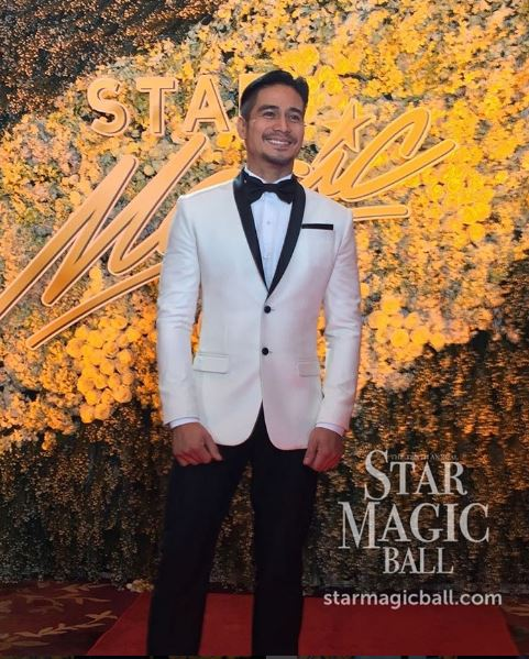 Piolo Pascual is dateless at the #StarMagicBall2016